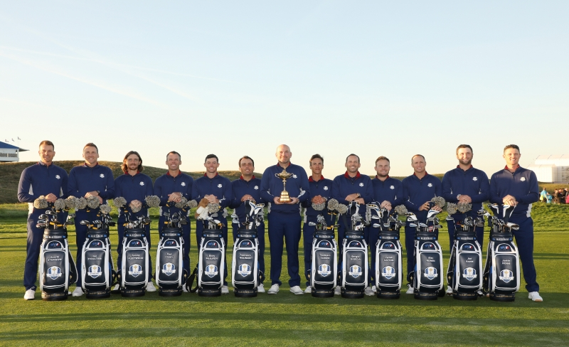 PARIS, FRANCE - SEPTEMBER 25:  Captain Thomas Bjorn of Europe holds the trophy as he poses with players during a photocall ahead of the 2018 Ryder Cup at Le Golf National on September 25, 2018 in Paris, France.  (Photo by Christian Petersen/Getty Images)