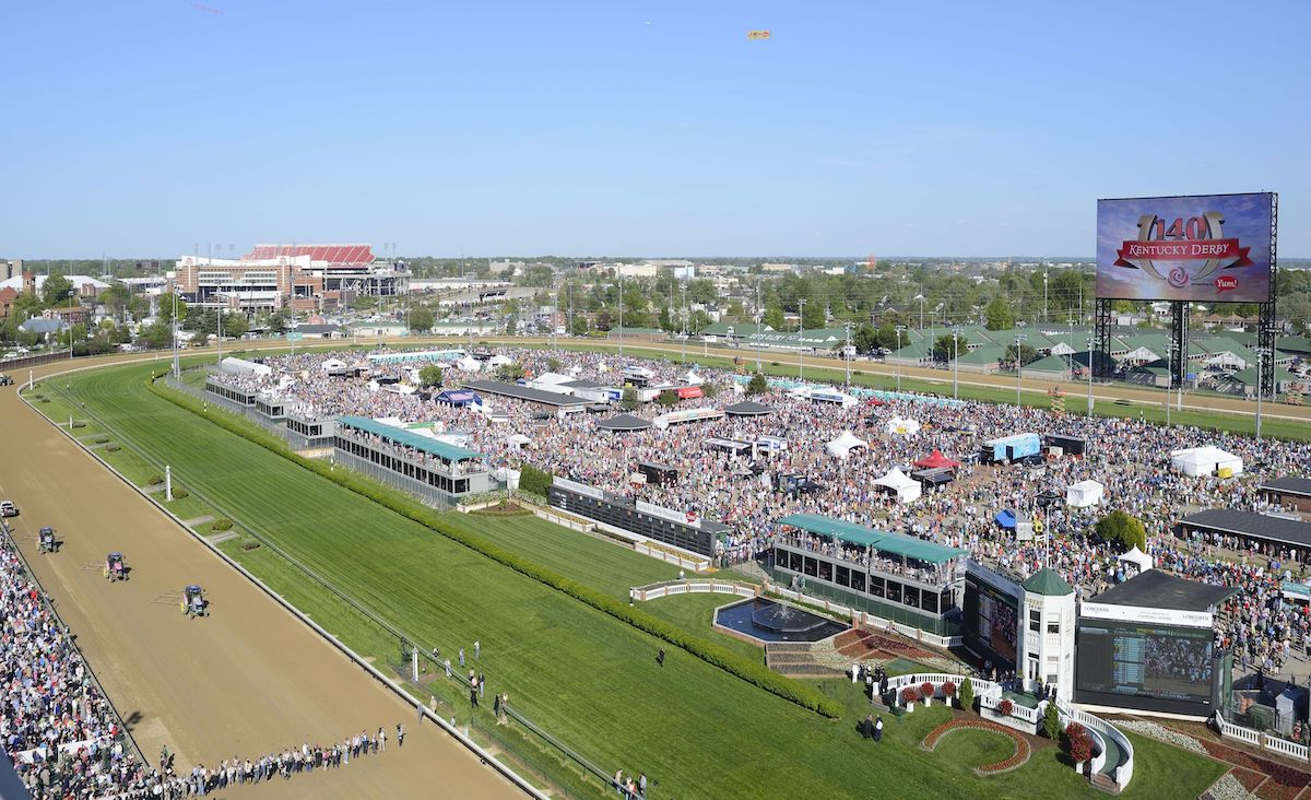 picture of kentuky derby race course